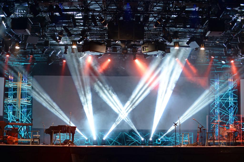 крепление концертного оборудования